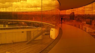 Det er ikke kun på Museum of Ice Cream, at folk ivrigt tager billeder og poster dem på Instragram. På Danske ARoS er installationen Your Rainbow Panorama af Olafur Eliasson »det mest Instagram-egnede stykke kunst i Danmark«, ifølge museumsdirektør Erlend Høyersten selv.
