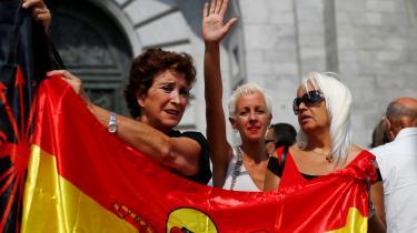 Søndag demonstrerede spaniere mod at fjerne Francos jordiske rester fra Valle de los Caidos.