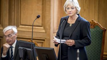 Pia Kjærsgaard, Folketingets formand, blev inviteret til at tale vedfejringen af 100-året for Island som en suveræn stat, men blev afformanden for Islands socialdemokrati kaldt for»en af de fremmeste repræsentanter for had mod udlændinge i Europa.« Ifølge Kjærsgaard var det udemokratisk, menautoritet er noget,man skal gøre sig fortjent til, skriver Rune Lykkeberg.