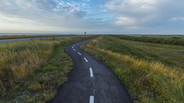 Ambitiøse turistlande – herunder Danmark – gør sig lækre ved at love rige muligheder for pedaldrevne oplevelser. Men når først stierne er anlagt, er det ofte så som så med vedligeholdelsen. Her en cykelsti i Nationalpark Thy.
