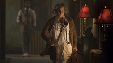 En af udseende gammel og slidtJodie Foster spiller sygeplejerske på et såkaldt 'hotel' for topforbrydere i Drew Pearces 'Hotel Artemis'.