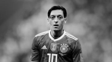 »Stort set alle unge tyske fodboldspillere med udenlandsk baggrund har Özil som deres forbillede. Det, der sker nu, er, at de vil spørge sig selv, om Tyskland overhovedet vil have dem,« siger lektor Moritz Schramm.
