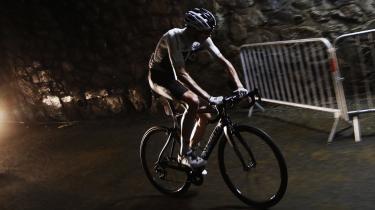 Chris Froome har været en dominerende – og efter manges mening kedelig – lederskikkelse i Tour de France i en årrække. men i år er han blevet hevet ned på jorden.
