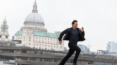 IMF-agenten Ethan Hunt (Tom Cruise) i fuldt firspring over Londons tage i Christopher McQuarries underholdende 'Mission: Impossible Fallout'.
