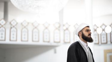 »At hun ikke selv har været dygtig nok til at læse op på, hvad hendes rettigheder er, jamen, det er ikke religionens skyld, moskeernes skyld eller imamernes skyld. Det er hendes egen, og det skulle hun have tænkt over tidligere,« har imam Mohammad Khani fra Imam Ali Moskeen udtalt om kvinders ret til skilsmisse.