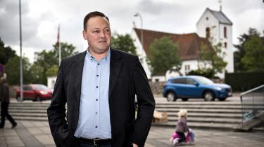 »Når man hører, at der er folk med videnskabelig baggrund, der siger, at det er menneskeskabt, og så er der nogle, der siger, at det ikke er det, jamen, hvis man så vælger at holde på en af de to heste, så er det et spørgsmål om tro,« siger Dansk Folkepartis klimaordfører, Mikkel Dencker.
