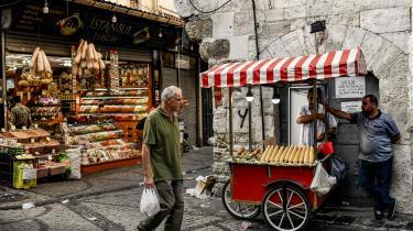 Inflationen i Tyrkiet har nået 15 pct. og ventes at stige yderligere, så Erdogans opfordring til sine landsmænd om at veksle deres dollar til tyrkiske lira af ren og skær patriotisme vil være en decideret dårlig forretning.