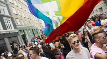I daghar homoseksuelle næsten samme rettigheder som heteroseksuelle.Men det her handler ikke om politik og formelle rettigheder, men om den diskrimination og marginalisering, der udspringer af den almindelige samtale mellem mennesker, skriver Andreas Ploug Tang Steffensen.