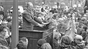 Der var demonstrationer med repræsentanter fra højre til venstre på Rådhuspladsen og ved den russiske ambassade, efter Sovjetunionens invasion af Tjekkoslovakiet i 1968. Her er det SF's formand Aksel Larsen, der er trådt op på talerstolen. Kun kommunisterne var fraværende ved demonstrationerne, hvilket var med til, at sætte skub i det såkaldte nye venstre.