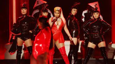 35-årige Nicki Minaj gør med sit fjerde og nye album 'Queen' et strålende forsøg på at generobre raptronen. Et par dage efter udgivelsen begyndte projektet dog pludselig at få en desperat bismag