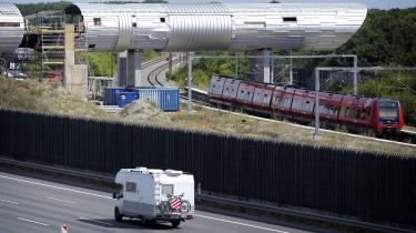 Der bygges fortsat på Danmarks første højhastighedsbane fra København over Køge til Ringsted. Her arbejdes der på den nye station ved Køge.