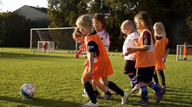 »Vi vil gerne sparke til den bold, der ruller lige nu, og det gør den for pigefodbold,« siger Franz Dupont, der er sportschef hos KB og initiativtager til et nyt projekt for at ligestille pigefodbold med drengefodbold.
