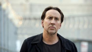 Skuespilleren Nicolas Cage er på nettet manipuleret ind i en lang række film, han ikke høre hjemme i. Filmene er såkaldt deep fake – lavet med hjælp af computerprogrammer, der med forskellige former for kunstig intelligens kan manipulere med tekst, lyd og billeder, så man kan skabe voldsomt realistiske falske film, der ikke sådan lige er til skelne fra de virkelige. På billedet optræder han 'virkeligt' i filmen 'Stolen'.