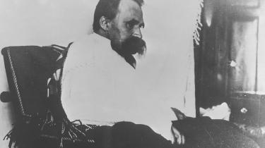 Nietzsche er evigt spaltet mellem menneskets behov for at forklare sig selv med argumenter. Det er på den ene side noget helt naturligt. På den anden side er det et svaghedstegn.