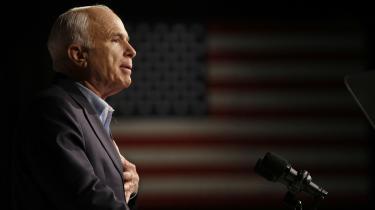 John McCain blev 81 år. Han var medlem af Senatet i 30 år, valgt i staten Arizona.