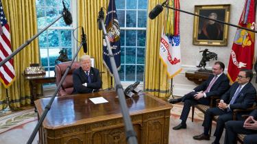 Donald Trump talte i telefon med Mexicos præsident Enrique Peña Nieto i nærværelse af pressen efter indgåelsen af en ny handelsaftale, der skal erstatte NAFTA.