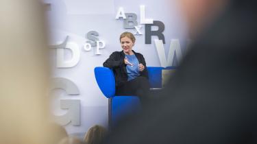 I sin nye bog 'Blå' behandler Maja Lunde klimakrisen.