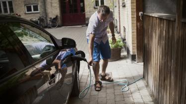 Alene udfordringen med at få 500.000 elbiler på vejene i 2030 vil ifølge Klimarådets beregninger koste 250 millioner kroner om året i en ti-årig periode, forklarer Peter Birch Sørensen. Derfor rækker det beløb, regeringen har afsat på finanslovsudspillet, langt fra. Det her kan højst være starthjælp, lyder det fra Concito.