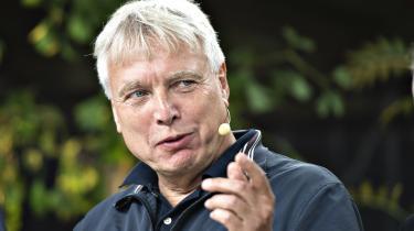 Uffe Elbæks læsevaner spænder fra det strengt seriøse til det absolut useriøse, siger han.