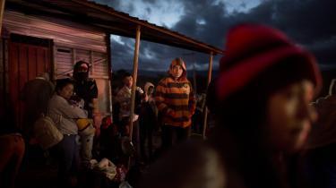 Denvenezuelanske socialismeharigennemårene været genstand for stor beundring og moralsk opbakning fra toneangivende medlemmer af den internationale venstrefløj. Ikke mindst fra den britiske Labour-leder, Jeremy Corbyn, der gentagende gange har kaldt Venezuela et land, hvor man »udviser den rette socialisme«. I dag er landet i dyb økonomisk krise, store dele afbefolkningen er efterladt i fattigdom ogpå flugt til nabolande.