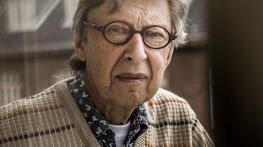 Peter Elsass var ansat af WHO i Kosovo i 2000 ved Balkankrigenes afslutning. Han har oplevet terror i Bogotá i 1985, hvor guerillabevægelsen M19 besatte justitspalæet. Og nu er han aktuel med en bog om angst og frygt.