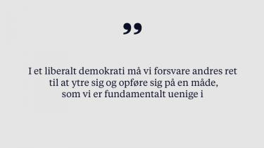 Er det rimeligt at forlange, at man som led i at blive dansk statsborger skal trykke hånd med en kommunal repræsentant? Her på redaktionen kan vi ikke blive enige. Derfor har vi skrevet én leder, der argumenterer imod håndtrykket som lovkrav, og én, der argumenterer for
