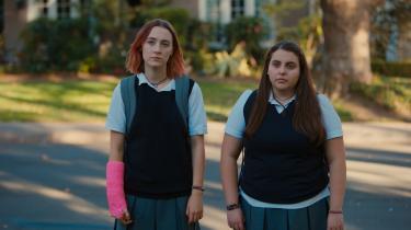 I filmen 'Lady bird' står venskabet mellem Julie (til højre) og hovedpersonen Christine, eller Lady bird, frem som en afslappet og intim relation, selvom det lider under Lady birds utrættelige identitetsprojekt. Filmen er et eksempel på en ny venindeskabstendens i moderne kultur, mener dagens kronikør.