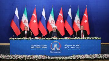 Uheldigvis for Tyrkiets Recep Erdogan var der kamera på, da han, Irans præsident Hassan Rouhani og Ruslands Vladimir Putin mødtes i Teheran for at drøfte situationen i Syrien. Mødet udstillede endnu engang den tyrkiske præsidents svage udenrigspolitik.