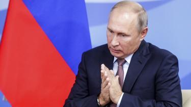 Rusland har – med statsstøtte eller ej – tilladt to statsborgere at udrejse fra landets største lufthavn på falske pas og tilsyneladende med en dødelig gift i bagagen. Hvordan kan det lade sige gøre?