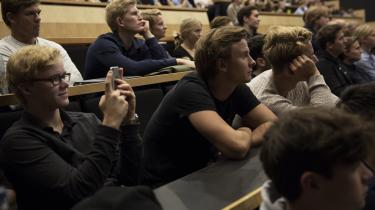 Hverken på Københavns Universitet eller Aarhus Universitet bliver de bachelorstuderende i økonomi grundigt indført i den økonomiske teoris idéhistorie. Her studerende på Københavns Universitet.