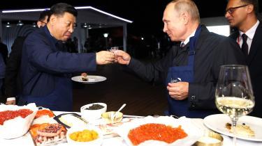 De to verdensledere bagte blinis og skålede i vodka, da de mødtes på sidelinjen under et økonomisk forum iden russiske by Vladivostok.