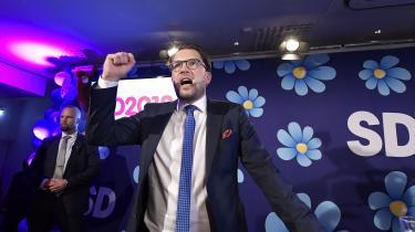 Der skal omfordeling til for at få bugt med Sverigedemokraterna, det skriver Åsa Linderborg. På billeder jubler partiformandenJimmie Åkesson efter det svenske valg.