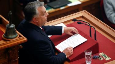 I sidste uge kaldte Politiken Viktor Orbán for»populismens hærfører«, og lignende billeder står i kø. Men derfindes ikke to afgrænsede hære. Det betyder ikke, at Orbáns politik er lige så god som Løkkes, men det betyder, at vi tænker forkert om europæisk politik – og det skaber en række problemer, skriver Christian Bennike i sin leder.