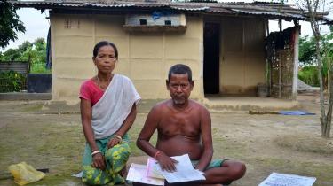 Sinibala Hajong og hendes mandNimai Hajong er blandt de fire millioner mennesker fra delstaten Assam, der risikerer at miste deres statsborgerskab. Nimai husker nærmest intet om sin barndom i det østlige Bangladesh.