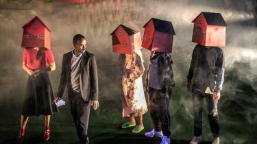 Momentum er et lille teater i Odense. Men det har ikke hindret den kunstneriske leder i at skue ud over både by- og landegrænser, da emnerne til sæsonens forestillinger skulle findes. Resultatet er upåklageligt og viser vejen for den nye teatergeneration, hvor humor og samfundsdebat fint kan gå hånd i hånd