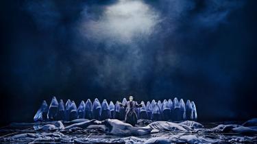 Østens mystik møder aktuelle samfundsdebatter og unødige provokationer i 'Aladdin' på Det Kongelige Teater.