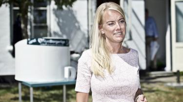 I søndagens sæsonpremiere på DR2's ugentlige satireprogram Tæt på sandheden kunne man se Pernille Vermund (Nye Borgerlige) og Jonatan Spang i et, om ikke dybtfølt så i hvert fald dybt, snav