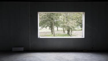 Staldanlægget Den Sorte Diamant ved Give står nu som et tomt ufærdigt monument over AC Farmings kolapsede ambitioner.