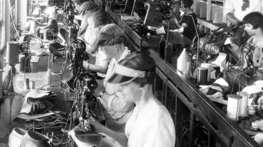 Manglende klassebevidsthed og en fragmenteret og internt uenig fagforening var ifølge Robin Archer, der er lektor i sociologi på London School of Economics, årsagen til, at der ikke opstod et arbejderparti i Amerika i slutningen af 1800-tallet. Her er det arbejdere på en skofabrik i Syracuse, New York, i 1920.