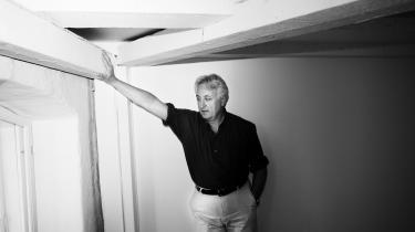 Robert Costanza var protegé for den økologiske økonomis hovedfigur Herman Daly. Han har været med fra begyndelsen,og i dag er han professor på Crawford School of Public Policy på det australske nationaluniversitet. Og han vil særligt gøre opmærksom på samspillet mellem jord og mennesker. 'Det hele er ét integreret system. Vi er ikke adskildt fra naturen,' lyder det.