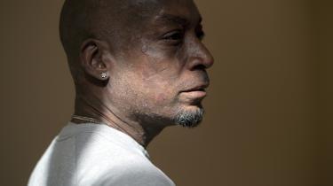 Dewayne Johnson lider af terminal kræft. I august fik han ved en amerikansk domstol medhold i, at sygdommens årsag er eksponering for ukrudtsmidlet Roundup – og blev tilkendt en skadeserstatning fra producenten på 289 millioner dollars