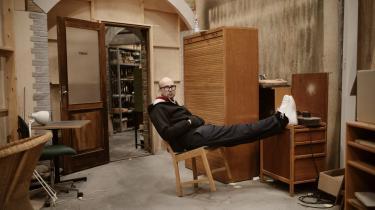 Tidligere høstede Christoffer Boe flotte anmeldelser for kunstfilm som 'Reconstruction'. Nu prøver han at genopfinde sig selv som bredtappellerende historiefortæller.