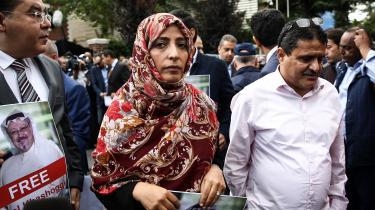 I Istanbul har der været demonstrationer foran det saudiarabiske konsulat i protest mod Jamal Khashoggis forsvinding. Her demonstrerer den yemenittiske journalist Tevekkül Karman, der modtog Nobels Fredspris i 2011.