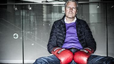 Det midtjyske stilikon Mads Christensen erkommet i vælten efter et par kulturradikale har forvildet sig uden om Irma og ind i Føtex, hvor de til deres store overraskelse har fundet et par af hans sokker med sexistiske budskaber.