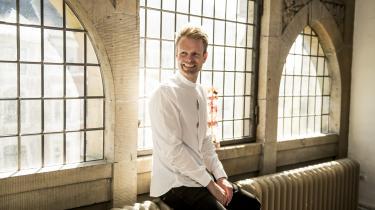 På Københavns Rådhus stod der for et år siden et glasbord og andre møbler på Niko Grünfelds nye kontor, som ikke faldt i den nyslåede borgmesters smag. Selv om møblerne var funktionsdygtige, købte han nye.