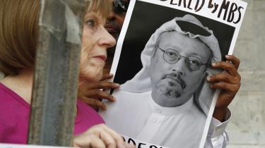 De tyrkiske medier har berettet om et hold på 15 saudiske sikkerhedsfolk, der fløj ind i private jets samme dag og fløj ud igen nogle timer senere. Anonyme officielle kilder har fortalt om eksistensen af en video, der viser, at Jamal Khashoggi blev myrdet og »parteret med en knoglesav« inde i konsulatet, men den er ikke tilgængelig, heller ikke på YouTube.