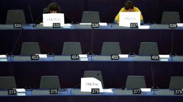 #MeToo er ikke gået uden om Bruxelles-boblen. Det var seriøst pinligt, da det kom frem, at EU's ligestillingsagentur åbenbart havde store problemer med sexisme. Og så sent om i sidste uge lancerede en gruppe medarbejdere i EU-Parlamentet en anonym blog til nye #MeToo-historier