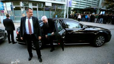 De bayerske konservative i CSU – og deres leder Horst Seehofer – er pressede. Partiets tidligere indenrigsminister Hans-Peter Friedrich sagde efter partiets lokalvalgnederlag søndag, at det »ikke vil lykkes for CSU at vinde langt størsteparten af AfD-vælgerne tilbage, så længe fru Merkel er forbundskansler«. I CDU peges der derimod på, at CSU's oprør i forbundsregeringen har skabt tilbagegang for begge partier.