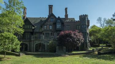 Fortryllende ser det jo ud, Hill House, der spiller en hovedrolle i Mike Flanagans nye gyserserie, 'The Haunting of Hill House'.