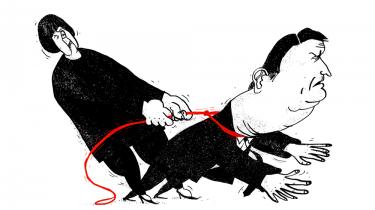 Euroen er et dødsdømt projekt, der har skadet Italien og udelukkende er kommet Tyskland til gode, siger italiensk økonom, der bifalder Italiens opgør med eurozonens forfejlede sparepolitik. Omvendt vurderer en tysk økonom, at Italiens gældsætning kan få hele eurozonen til at ryge ud i en ny krise, som EU bør gøre alt for at stoppe. Vi ser det truende eurodrama fra to sider